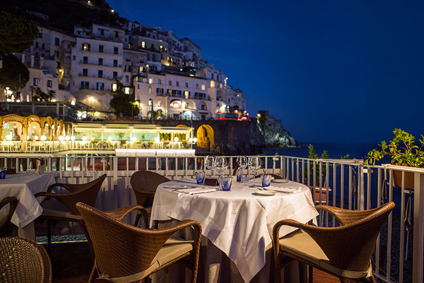 Marina grande restaurant for Equipement restaurant usage